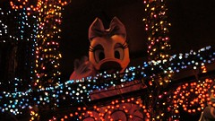 Electrical Parade Dreamlights / Tokyo Disneyland #TDL (haphopper) Tags: parade entertainment daisy themepark tokyodisneyland 2010 tdl tdr big8 electricalpradedreamlights
