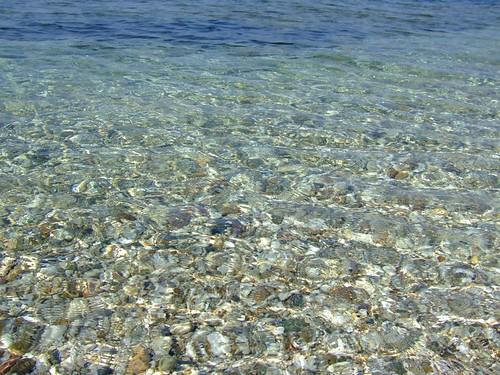Spiaggia sassosa a Campionna!!