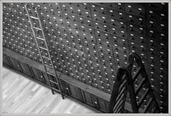 Mur des secrets (Lô65) Tags: noiretblanc noirblanc blackandwhite canon7d canon 7d sigma sigma1750 sigma1750mm echelle tiroir