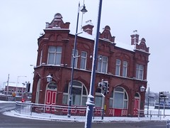 The Woodman - pub on Albert Street (ell brown) Tags: greatbritain winter england snow pub birmingham unitedkingdom eastside westmidlands birminghamuk publichouse slateroof albertst curzonst narrowwindows gradeiilisted thewoodman gradeiilistedbuilding jameslisterlea glazingbars widewindowswithbrickmullions gabletsintheroof narrowentrancebays brickandteracotta principalfacade roundarchedentrances segmentheadedwindows principalfacaderepeatsrhythm smallcornerpub