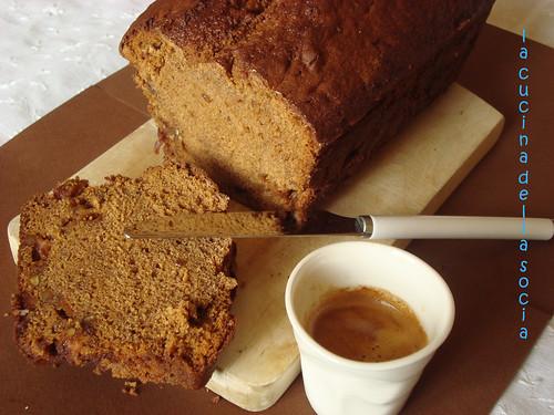 cake al caffè con mele e noci caramellate