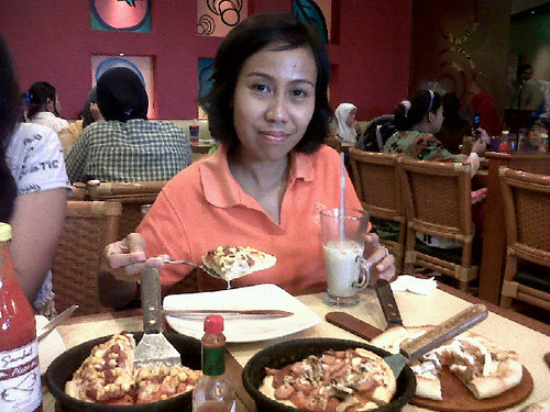 Makan di Pizza Hut