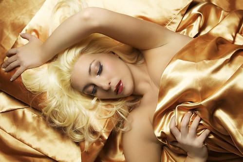 フリー画像| 人物写真| 女性ポートレイト| 白人女性| 金髪/ブロンド| 寝顔/寝相/寝姿|      フリー素材|