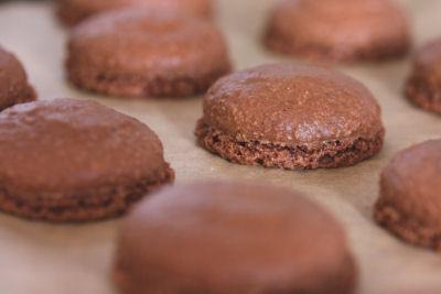 baked chocolate macarons 7422 R