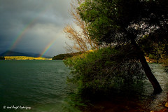 DOBLE ARCO IRIS EN EL LAGO / DOUBLE RAINBOW ON THE LAKE (Jose Angel Rodriguez) Tags: lake color verde luz arcoiris landscape lago rainbow agua paisaje pantano double swamp jaen bolera pozoalcon doble magico sierradecazorla supershot magicallandscape abigfave platinumphoto theunforgettablepictures joseangelrodriguez paisajemagico pantanobolera