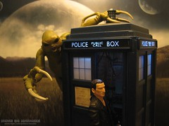Slitheen Stealth (Rooners Toy Photography) Tags: moon who explore doctorwho bbc scifi sciencefiction tardis thedoctor timelord slitheen christophereccleston 9thdoctor characteroptions rooners