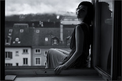 Traverse d'un paradis. (Beat.) Tags: roof portrait woman reflection window girl look weather skyline clouds movie view emotion outdoor zurich indoor roofs story portraiture impact haha gaze glance emotive perfection ishouldveknownthatnobodywillnoticethebook