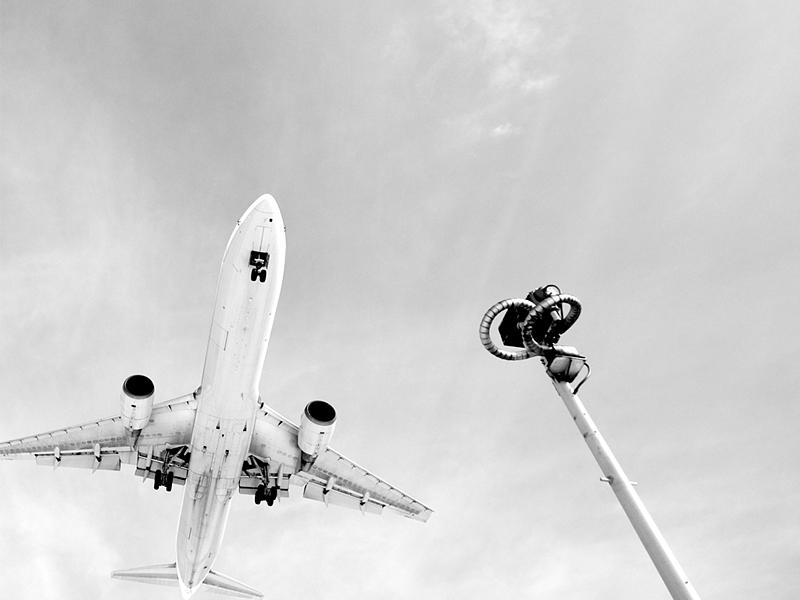 2010p_airplane800x600