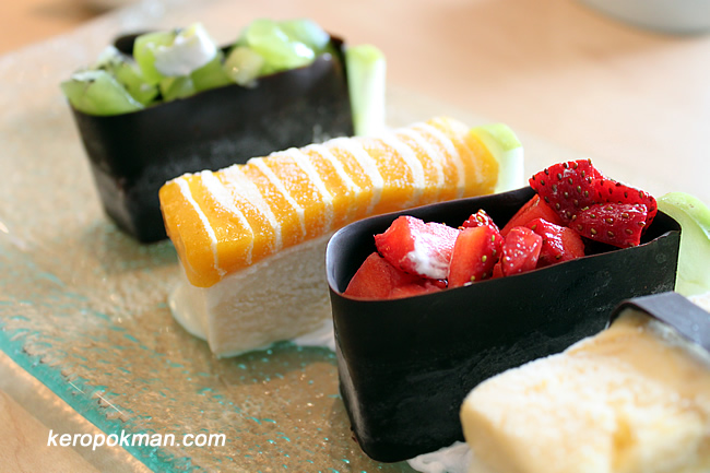 Strawberry Gunkan - Macademia Ice Cream, Strawberry fruit, Chocolate / Mango Sorbet Sushi - Vanilla Ice Cream, Mango Sorbet
