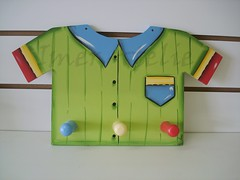 cabideiro camisa (Imer atelie) Tags: verde minas artesanato quarto decorao menino parede pintura mdf camisa roupas colorido uberaba atelie cabides pendurar arteso cabideiro camisaverde i