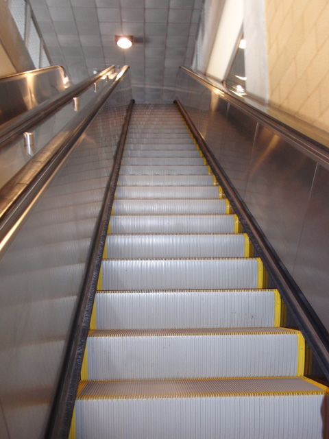 07-escalator