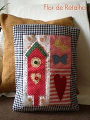 Almofada em Patchwork (Flor de Retalho) Tags: artesanato borboleta corao patchwork almofada casinha costura retalhos patchcolagem artesanatocomtecido florderetalho