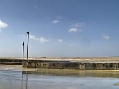 Au raz des flots (of-etoile1) Tags: sea mer streetlight 17 lampadaire charentemaritime