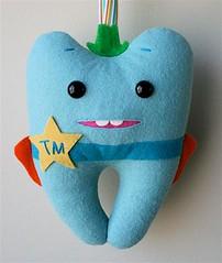 Tooth Marshal (Maria Bonita Maria) Tags: pillow feltro almofada toothfairy fadadodente toothpillow xerifedodente moldededente toothmarshal