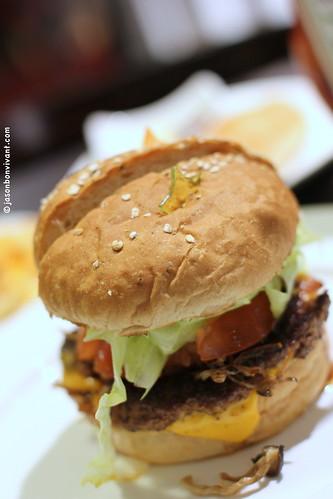 KG Burger > pre-cut in half