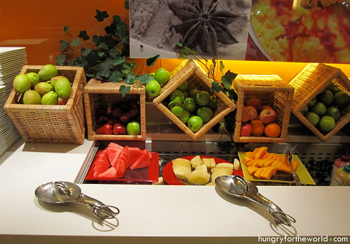 ibis bencoolen breakfast buffet - fruit