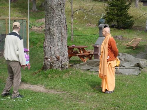 Kadamba Kanana Swami Korsnas Gard and at Ugrasena's 14th May 2010  -0099 por ISKCON desire tree.