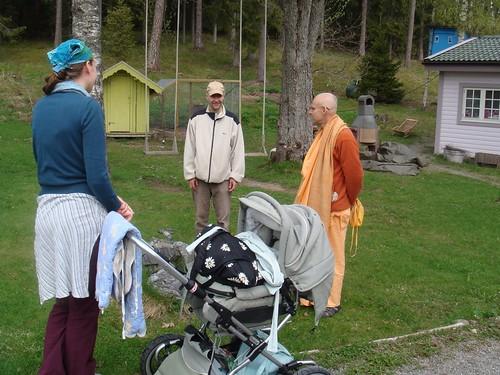 Kadamba Kanana Swami Korsnas Gard and at Ugrasena's 14th May 2010  -0108 por ISKCON desire tree.