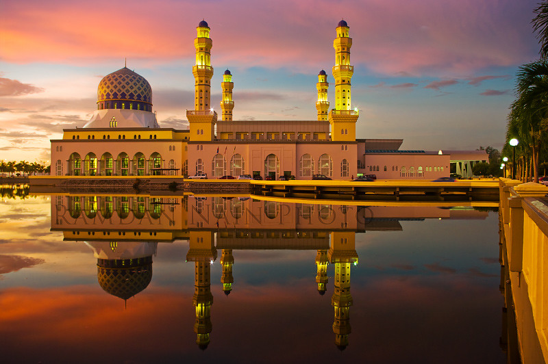 maple city muslim Providing a comprehensive view of islam and muslims to cultivate peace, promote universal values, and dialogue among civilizations since 1995.
