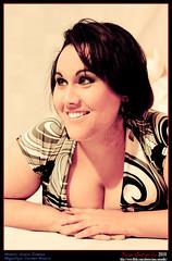 Noelia (Ontanilla fotografía) Tags: girl face chica body retrato cara moda young brunette bruna noe morena joven ragazza faccia posado ef50mmf14usm partesdelcuerpo brunetta canoneos400ddigital ontanilla juanontanilla