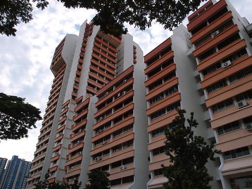 路邊的住宅,即使造型普通,也用顏色裝飾
