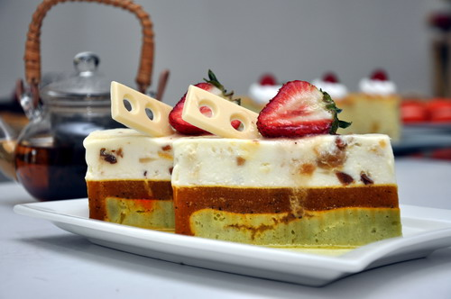 Honey Mousse with Apricot jelly