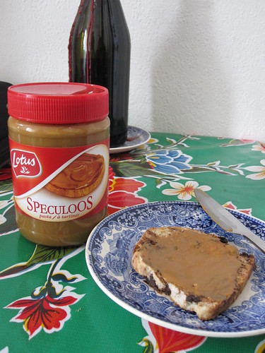 Speculoos Spread on Chocolate Fondant Bread