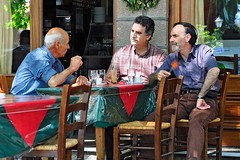 Kafenion auf Lesbos (jorg.lutz) Tags: men caf beard table chair dorf village chairs bart kaffee greece listening arguing tables discussion lesbos listen diskussion interesse tische komboloi kette stuehle aufmerksamkeit maenner kafenion argumente zuhoeren