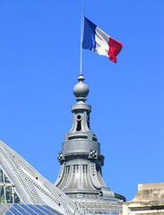Grand Palais (napoleon1256) Tags: sky paris monument architecture flag ciel drapeau grandpalais