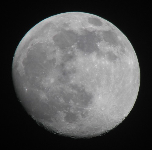 Ted_Roger_Karson 拍攝的 Early Evening Moon 122909 Waxing Gibbous, 95% of the Moon is Illuminated taken with an Olympus SP-590UZ。