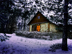 Winter house (raphic :)) Tags: las winter light house snow window nature pine forest evening dom poland polska zima nieg okno wiato przyroda sosna wieczr raphic abigfave wierzchoniw