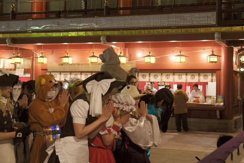 New Year's visit to a shrine (Kanda Myoujin) with cosplay.