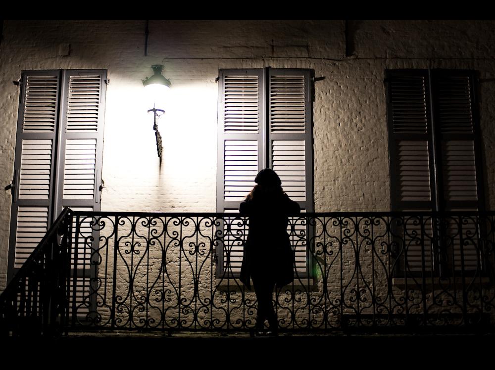 trois_fenetres_une_silhouette
