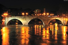 Ponte Cestio by night (Capitan Mirino ( il Tartarughino )) Tags: bridge italy roma water river lights nightshot flood fiume ponte tevere luci lamps acqua riflessi piena lampioni refections lazio notturno smrgsbord nocturn pontecestio crazyheart