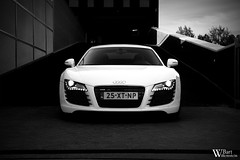 Audi R8 (Bart Willemstein) Tags: auto white black cars car nikon shoot photoshoot d70 d70s automotive autos nikkor audi hoofddorp rs4 r8 fotoshoot bartw autogespot bartwillemsteinnl