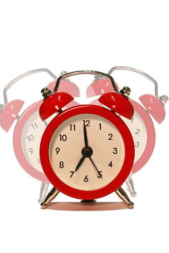 Tại sao chúng ta thường thức giấc ngay trước khi chuông báo thức kêu?