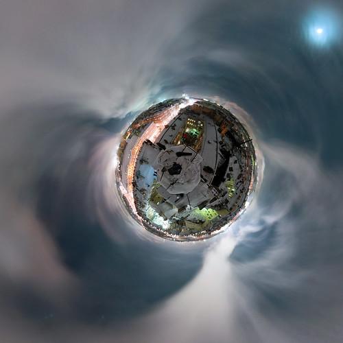 nichego_net_e_sq_03r_planet01