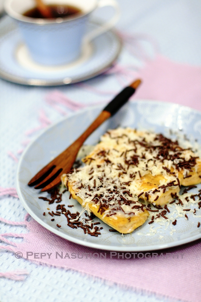 Pisang Bakar Coklat Keju -Grilled Bananas-Plantains Topped with Chocolate and Cheese