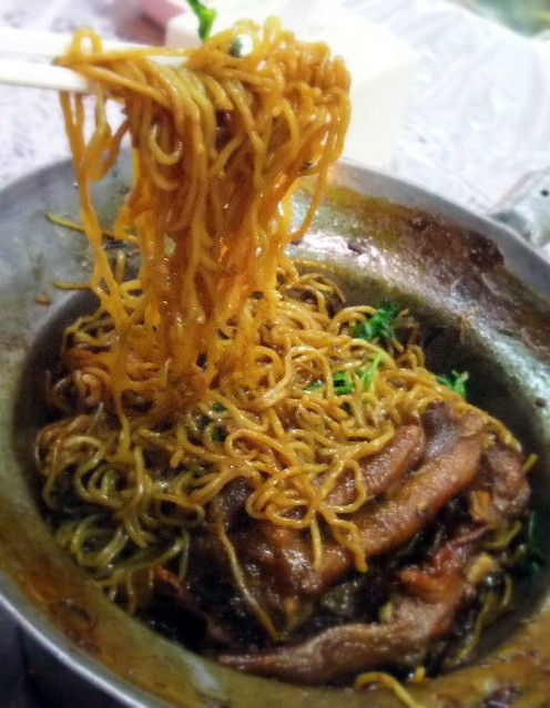 Braised Noodles with Goose Feet
