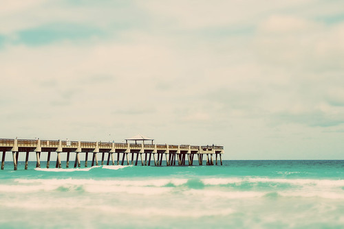 tilt shift Juno Beach pier