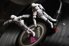 LP Surfers (Stfan) Tags: music toy actionfigure starwars stormtroopers vinyl jazz queen lp stormtrooper record figurine disc jouet hasbro vynil disque platine tournedisque 33tours stormtroopers365