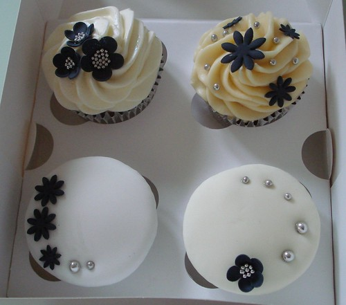 Black, White & Ivory Wedding Cupcakes