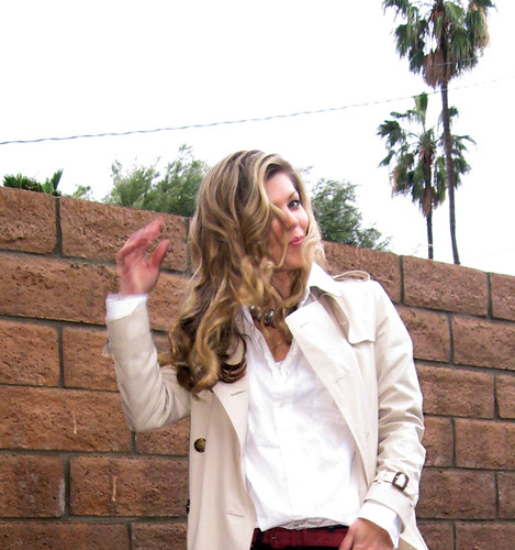 fashion palmtrees blondehair outfits whatiwore classiclook jbrandjeans burberrytrenchcoat