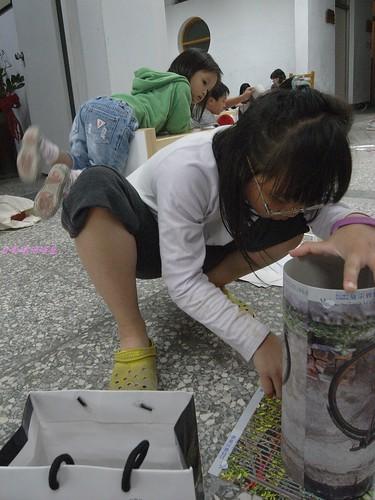 katharine娃娃 拍攝的 1娃娃製作環保燈籠。