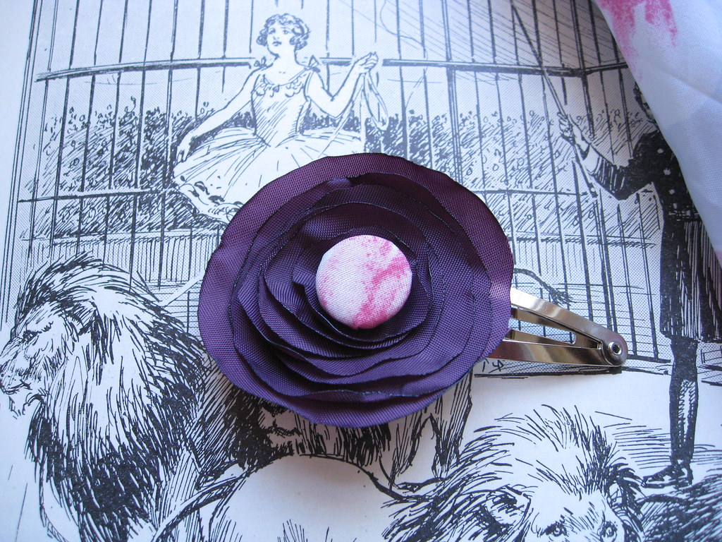 small purple flower hair clip with button004