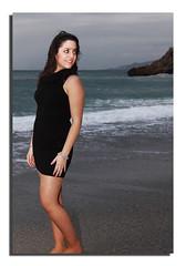 Paseando por la playa (Maximo Lopez) Tags: portrait girl beautiful chica retrato thighs guapa morena campanillagb