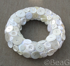 Button Wreath (Knopen Krans) (Made by BeaG) Tags: white circle design belgium handmade buttons unique creative belgi felt wreath round button wit krans homedecor cirkel rond knopen vilt creatief knoop beag vintagebuttons decoratie knoopjes indiedesigner creativedesign buttonwreath indieartist designedandmadebybeag ontworpenengemaaktdoorbeag craftingwithbuttons knutselenmetknopen vintageknopen knopenkrans creatiefontwerp