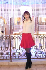 day162-02 beige knit+red skirt in venusfort (Yumiko Misaki) Tags: red beige knit twin skirt odaiba mermaid venusfort day161