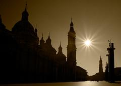 [フリー画像] [人工風景] [建造物/建築物] [教会/聖堂] [太陽光線] [セピア]      [フリー素材]