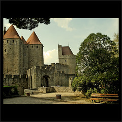 Volviendo al Pasado (m@tr) Tags: france aude carcassonne castillos languedocroussillon wow1 carcasona canonefs1855mmf3556 fortificaciones canoneos400ddigital mtr marcovianna volviendoalpasado imagenesdefrancia imagenesdecarcassonne